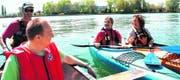 Kanuten und Kajakfahrer treffen sich bei sonnigem Wetter und ruhigem Bodensee auf einen kleinen Schwätz. (Bilder: Urs M. Hemm)