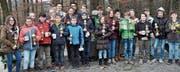 Die jungen Pokalgewinnerinnen und Pokalgewinner aller Kategorien freuen sich über ihre Auszeichnung. (Bild: Peter K. Rüegg)