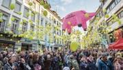 «Stopp der Sparschweinerei»: Kundgebung des Staatspersonals in der St. Galler Innenstadt. (Bild: Urs Bucher (St. Gallen, 20. April 2017))