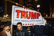 Unterstützer von Trump nach der Wahl in New York. (Bild: ALBA VIGARAY (EPA))