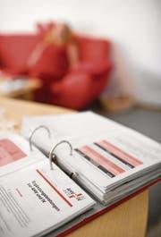 IV-Bezüger dürfen sich nicht dagegen sperren, dass ihr Rentenanspruch von Zeit zu Zeit überprüft wird. (Bild: MARTIN RUETSCHI (KEYSTONE))