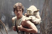 Luke Skywalker mit Yoda. (Bild: ap)