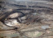 Der CO2-Ausstoss der kanadischen Ölsandindustrie ist sehr hoch – eine Ölsandmine in der Provinz Alberta. (Bild: Brent Lewin/Getty (Fort McMurray, 13. August 2013))