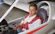 Segelflieger Jonas Langenegger feiert seinen bisher grössten Erfolg; auch seine berufliche Zukunft sieht er im Cockpit. (Bild: Werner Lenzin)
