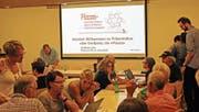Die dörfliche Onlineplattform Piazza findet Gefallen bei den Teilnehmern des Infoabends. (Bild: Daniela Huber-Mühleis)