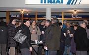 Bei milden Temperaturen stiessen beim Neujahrsapéro des Quartiervereins Bronschhofen über 50 Personen miteinander auf ein gutes neues Jahr an. (Bild: Christof Lampart)