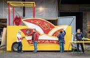 Die Murganesen arbeiten am Obernarrenwagen. (Bild: Reto Martin)