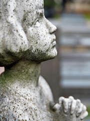 Der Umgang mit tot geborenen Kindern ist mit vielen Unsicherheiten verbunden. (Bild: Fred de Noyelle/Getty (Paris, 6. März 2013))
