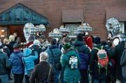 Die Silvesterchläuse ziehen am Alten Silvester viele Schaulustige und Neugierige nach Urnäsch. (Bild: Ennio Leanza/KEY)