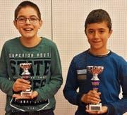 Alexander Zogg (links) mit Sieger Deyan Samuil Kostov. (Bild: PD)
