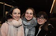 Fabienne Zoller, Adriana Germann und Alissia Pross passen Musik und Lichtshow. (Bild: tgplus.ch/Chris Marty)