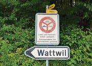 Wer nach Wattwil möchte, braucht eine Bewilligung. So abgelegen ist der Weiler in der Zürcher 1700-Seelen-Gemeinde Oberweningen.