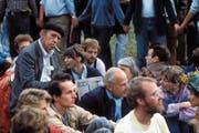 Heinrich Böll während der Sitzblockade vor dem US-Stützpunkt Mutlangen gegen die Stationierung atomarer Mittelstreckenraketen. (Bild: Sven Simon/Imago (Mutlangen, 1. September 1983))