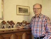 Eugen Imholz vor seiner «Brutfuederträgete».