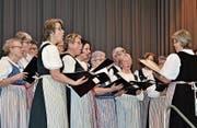 Die Trachtentanzgruppe Tannzapfenland unterhält die Eschliker und Münchwiler Senioren. (Bild: PD)