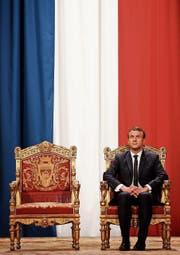 Es wird einsam um den einstigen Shootingstar Emmanuel Macron. (Bild: Charles Platiau/EPA (Paris, 14. Mai 2017))