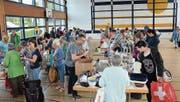 Nur Sekundenbruchteile nach der Türöffnung stürmten Hunderte Besucher den Bring- und Holtag. (Bilder: Christoph Heer)