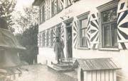 Hoher Besuch in Herisau: Oberstdivisionär Emil Sonderegger unter der Tür seines Hauses «Schlössli Steinegg» beim Verabschieden von General Wille, um 1920. Bild: Museum Herisau