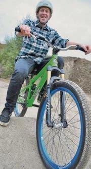 Simon Bühler aus Diessenhofen ist Präsident des Vereins Bike-Lords. Hier sitzt er auf seinem Bike bei der neuen Bike-Anlage in Schlattingen. (Bild: Gjon David)
