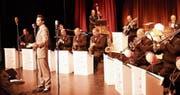 Das Berliner Swing Dance Orchestra mit Sänger David Rose. (Bild: Peter Küpfer)