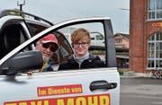 René Koch und Stephanie Mohr pochen auf gleich lange Spiesse. Und sie regen einen Taxistand beim Bushof Hamel an. (Bild: Max Eichenberger)