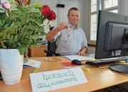 In seinem regierungsrätlichen Büro: Die Schlüssel bekam Alfred Stricker bereits am Freitag von seinem Vorgänger Rolf Degen.