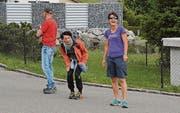 Reni Giger und Ronya Gmür (von links): Die Unterstützung an der Strecke für den Nachwuchs ist das A und O.