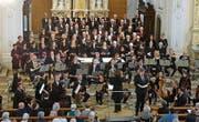 Der Oratorienchor singt in der Kirche St. Stefan. (Bild: Erwin Schönenberger)