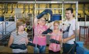 Die Industrie hautnah erleben: Schülerinnen gestern morgen in der Hartchromwerk Brunner AG. (Bild: Urs Bucher)