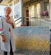 Die Künstlerin Erna Lang vor einem ihrer neusten Werke. (Bild: KST)