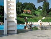 Das Schwimmbad Rehetobel umgeben von idyllischem Grün. (Bild: APZ)