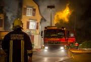 Brand beim Schuhmacher Mente in Weinfelden: Die Feuerwehr, Polizei und Ambulanz sind vor Ort. (Bild: Andrea Stalder)