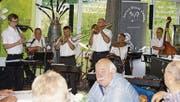 Musikalisch empfangen wurden die Gäste an der Schiffanlegestelle durch die Swiss Dixie Jazzer. (Bild: Mario Vasella)