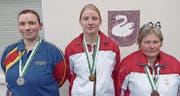 Siegerin Nadja Kübler (Mitte) mit der Zweitplazierten Sandra Roviaro (links) und der Dritten Nelly Ganz. (Bild: PD)