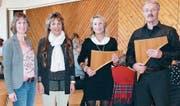 Moderatorin Margot Walt, Referentin Jolanda Schärer, Panflötenspielerin Christina Stettler und Panflötenspieler Karl Helbling anlässlich des Frauenfrühstücks in Mauren (von links). (Bild: Esther Wyss)