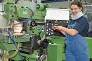 Beim Industriepraktikum lernen junge Erwachsene das nötige Rüstzeug für ein Ingenieurstudium an einer Fachhochschule. Sechs Firmen aus der erweiterten Region bieten in Kooperation mit der NTB ein solches Praktikum an. (Bild: Archiv Alexandra Gächter)