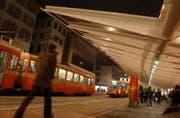 Ein Bild der Zukunft? Tram fährt am St.Galler Marktplatz. Hier die alte Trogner Bahn im Jahr 2003. (Bild: Hannes Thalmann)