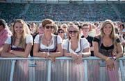 Dirndl-Trägerinnen am Konzert von Andreas Gabalier im Juni 2017 im Kybunpark in St. Gallen. (Bild: Urs Bucher)