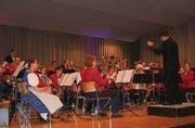 Stefan Christinger dirigiert die Musikgesellschaft Müllheim. (Bild: Jakob Kunz)