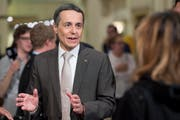 """Bundesratskandidat Ignazio Cassis spricht während der sogenannten """"Nacht der langen Messer"""" im Hotel Bellevue in Bern. (Bild: ANTHONY ANEX (KEYSTONE))"""