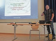 Wettermann Jürg Zogg referierte in Sevelen über «Wetter und Prognosen fürs Werdenberg». (Bild: Corinne Hanselmann)