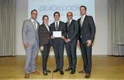 Erreichten den zweiten Rang mit dem Businessplan für das eigene Veloschlossunternehmen QuickLock: (von links) David Noser (Glarus), Leonie Kümin (Niederurnen), Raphael Marquart (Salez), Elias Dürr (Buchs) und Daniel Kistler (Oberurnen). (Bild: PD)