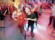 Farbenfroher Tanz in die Nacht mit DJ Ernesto (Bild: Helio Hickl)