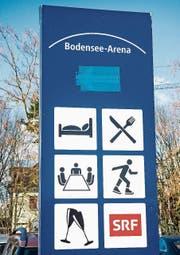 Schild vor der Bodensee-Arena. (Bild: Andrea Stalder (10.3.2017))