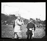 Kaiser Wilhelm II. und Arthur Hoffmann im Gespräch an den Kaisermanövern 1912. (Bild: Staatsarchiv St. Gallen)