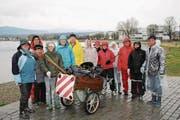 In drei Gruppen machten sich die Freizeitkapitäne gut gegen den Regen geschützt an die Arbeit. (Bilder: Dominique Roland Lambert)