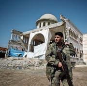 Ein Kämpfer der «Freien Syrischen Armee», welche von der Türkei unterstützt wird. (Bild: Emrah Gurel/AP (Azaz, 3. März 2018))