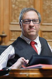 Christian Lohr stimmte 2014 für lockerere Exportregeln für Waffen. (Bild: ky/Peter Klaunzer)