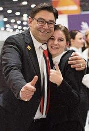 Martin Erlacher und seine Sieger-Kandidatin Tatjana Caviezel an den World Skills. (Bild: PD)