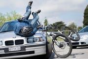 Die Unfälle mit E-Bikes sind erneut stark angestiegen. (Bild: Jean-Christoph Bott/Keystone)